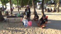 pantai kuta mulai ramai pengunjung, pedagang pilih jual minuman (1)